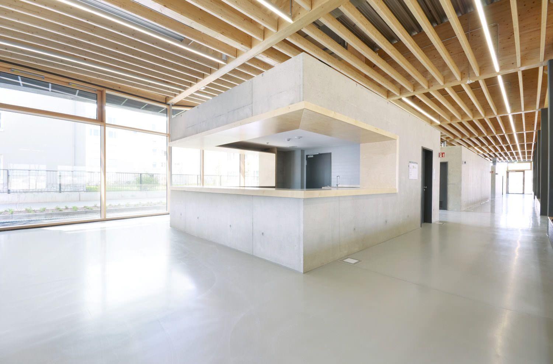 EPOWIT-Oberflaechen-Beton-Beschichtungen-Riedberg-Gymnasium-Sporthalle